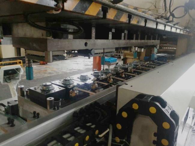 400吨闭式冲床机械手